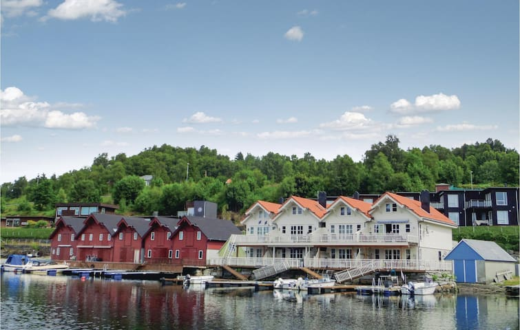 Holiday apartment with 2 bedrooms on 66 m² in Valevåg