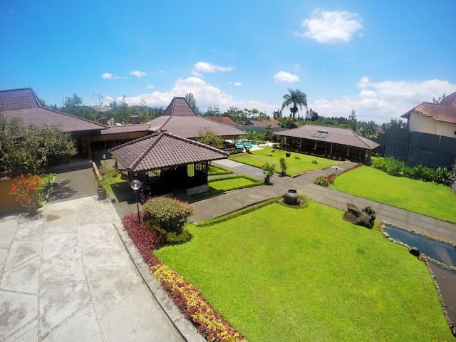 Villa Bango-Puncak, Stunning Villa up to 80people.