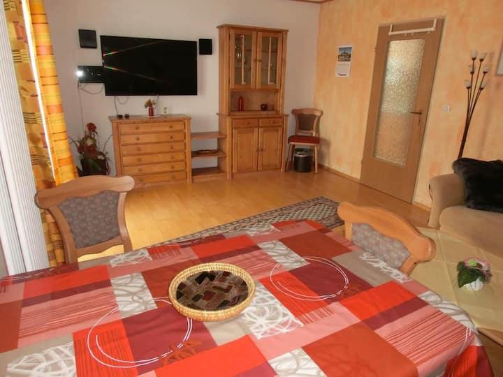 Appartementhaus Margarita (Bad Füssing), Zweizimmer-Appartement (48 qm) mit überdachtem Balkon