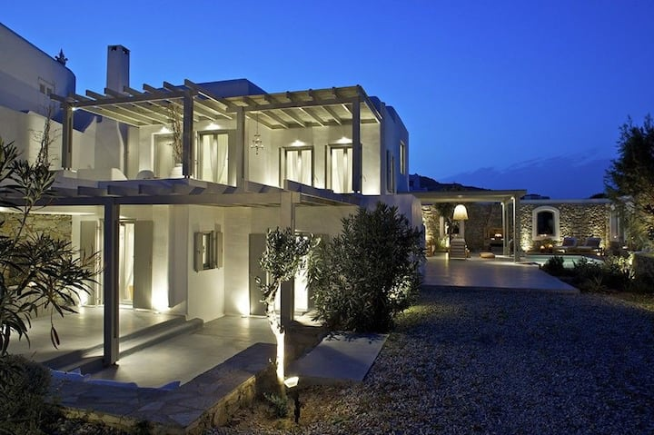 R 992 Dorothy Villa with Private Pool and Sea view