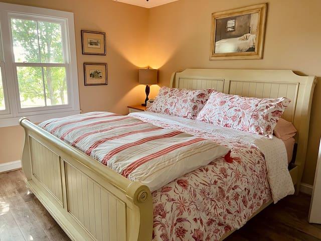 Master bedroom on first floor. King-sized adjustable Tempur-Pedic mattress.