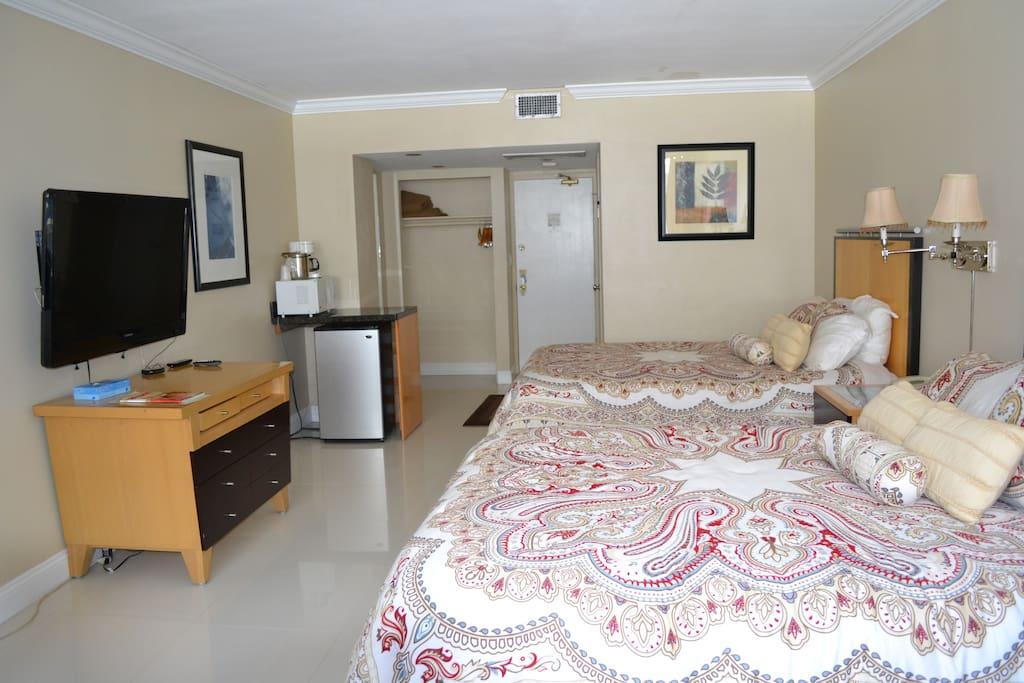 hotel room 2 queen size bed at ocean manor wohnungen zur miete in fort lauderdale florida. Black Bedroom Furniture Sets. Home Design Ideas