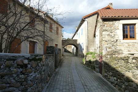 Charmant studio dans un village typique lozérien - Prévenchères - Ház