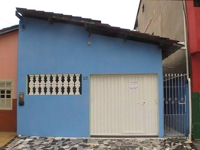 Casa 2/4, seminova no Centro de Prado
