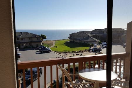Beach Retreat Villa 2 Bedroom 2.5 Bath, Ocean View - Aptos - Appartement en résidence