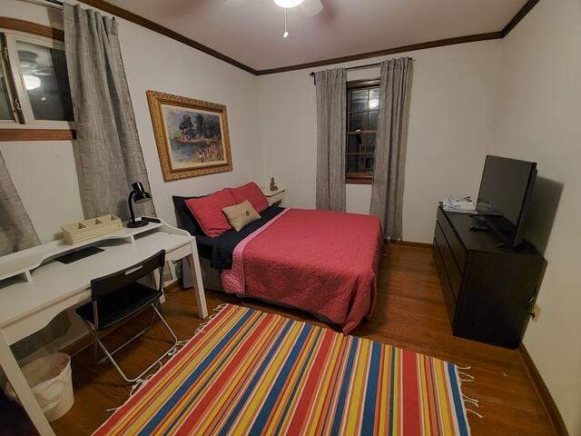 Laurel room 2 for FEMALE student, intern, resident