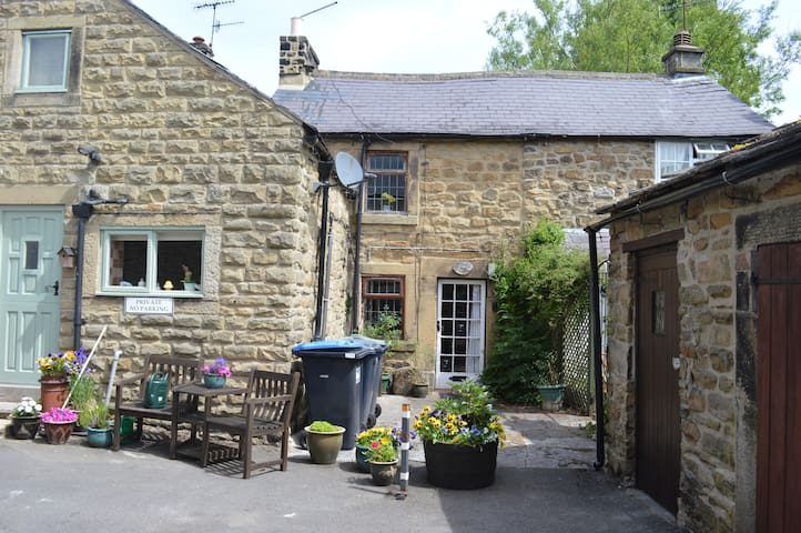 Three Bears Cottage,perfect for exploring the Peak