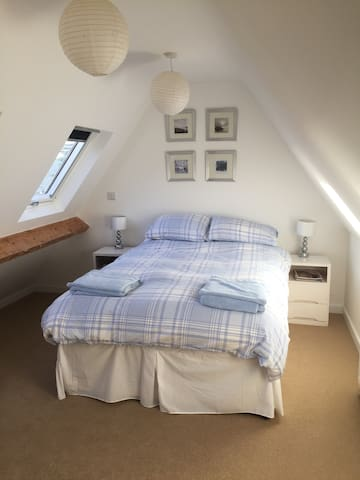 Lovely room on the Cotswold Way in Painswick - Painswick - Hus
