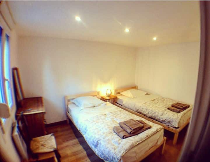 Une chambre dans maison au Havre + Parking
