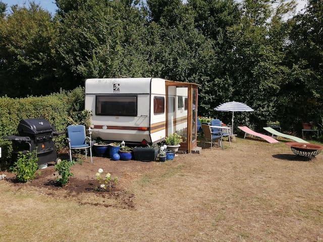 Privat campingvogn direkte ved sydvendt strand