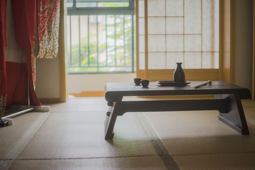 榻榻米房间一角,卧室。