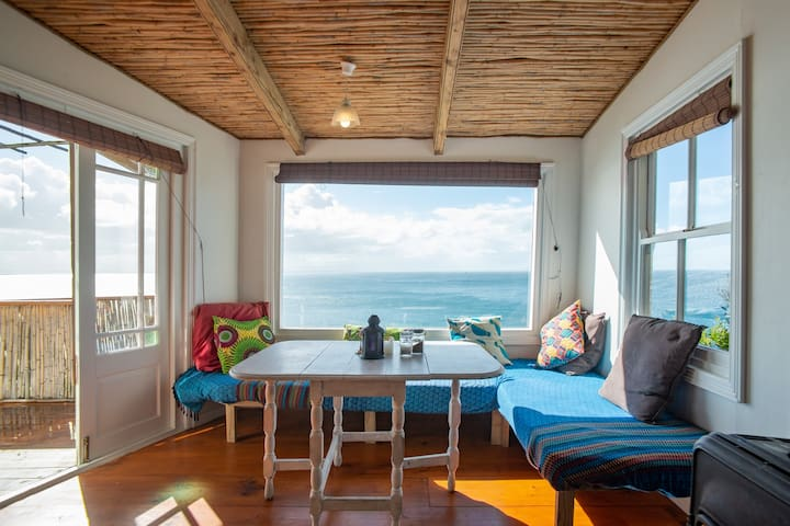 The hide away -  Romantic Cottage above the Ocean!