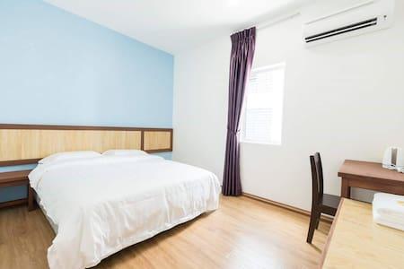 2.Dream World Inn Queen Bedroom