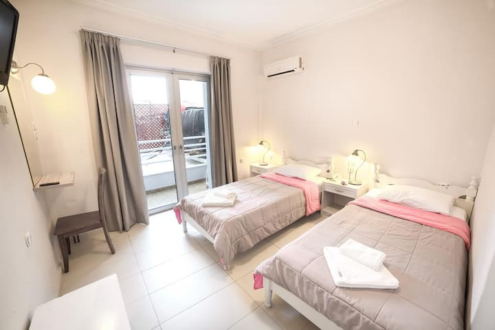 Economy triple room in the heart of Chania city