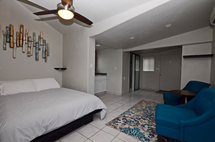 Contemporary Space, Central Tucson!