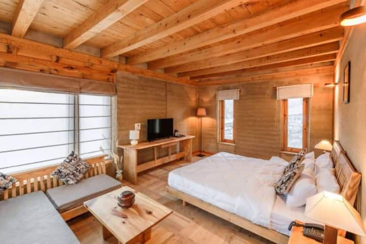 Earth Cabin I in Ladakh Eco Resort