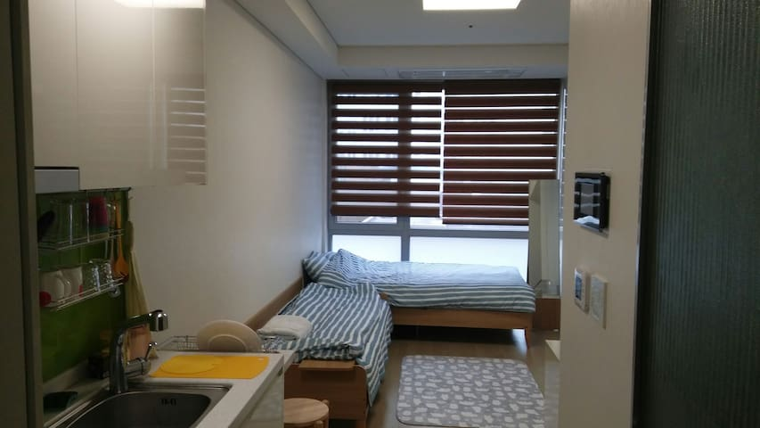 "Brand New ""Blue"" Studio in Central - Jung-gu - Daire"