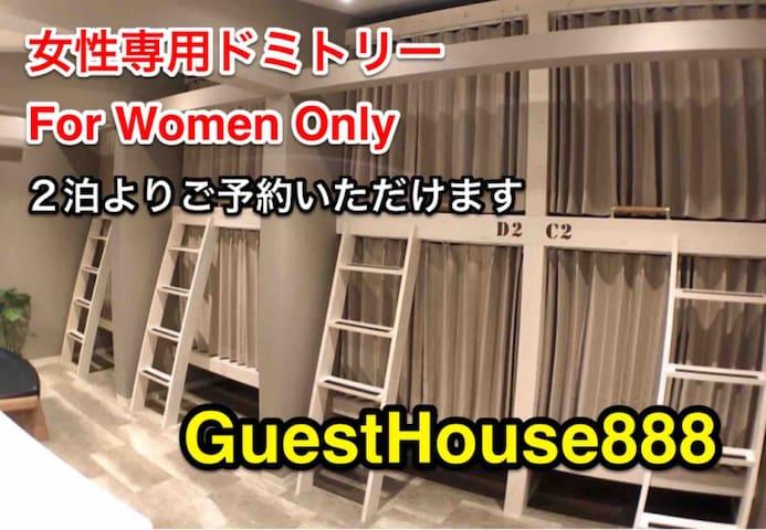 大阪駅梅田駅より徒歩8分 女性専用ドミトリーC2 カプセルより広いロフト型ベッドセミダブル上段