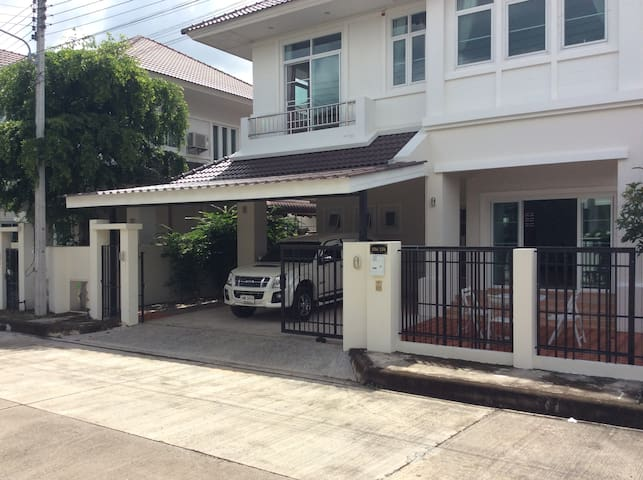 A new 4 bedroom luxury villa with shared pool - Chiang Mai - Villa