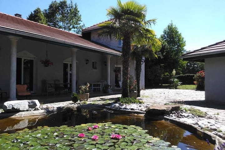 Large room in villa close to Geneva and the lake - Veigy-Foncenex - House