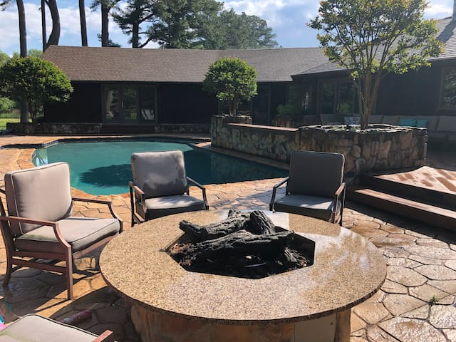 Luxury accommodation minutes from NASCAR & Firefly