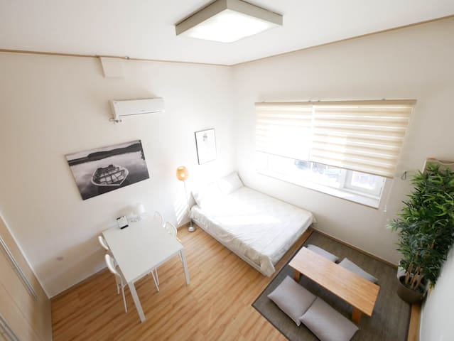 [Renovated Flat] DongDaeMun White Loft
