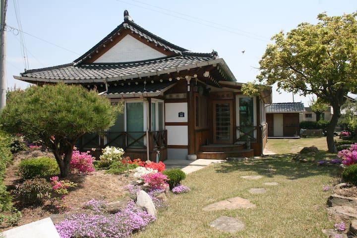 지리산 둘레길 2코스에서 만나는 힐링하우스 - Unbong-eup, Namweon - Huis