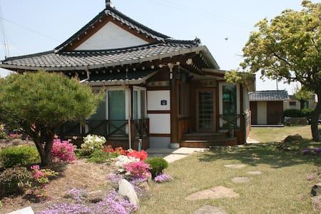 지리산 둘레길 2코스에서 만나는 힐링하우스 - Unbong-eup, Namweon