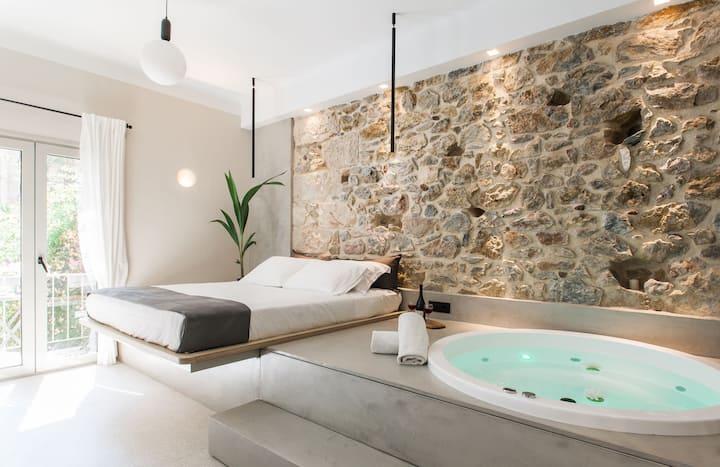 Romantic getaway right next to Acropolis!