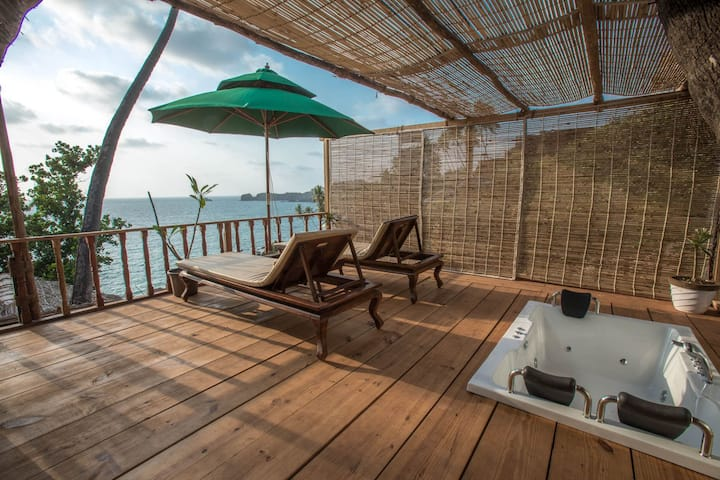 Superior Luxury- Sea cliff - cottage in South Goa