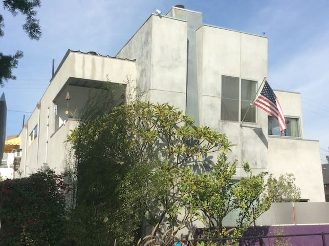 Couple's Nest one block off Abbot Kinney District