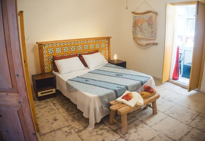 A Charming Escape, Townhouse in The Grand Harbour