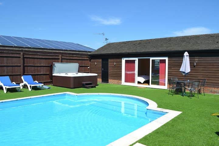 Private Hot Tub Jacuzzi Spa. Available year round exclusively for guests of The Pool House