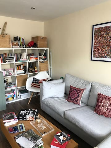 Comfortable, airy Notting Hill 1BR Bedroom London