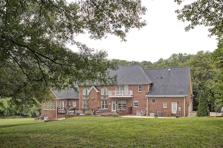 Basement Apartment in Luxury Home - Greensboro - Altro