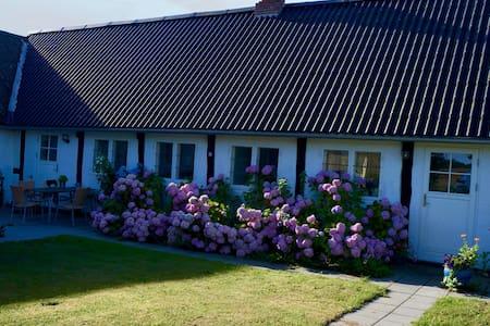 Idyllisk toprenoveret bondehus - Østermarie - Haus