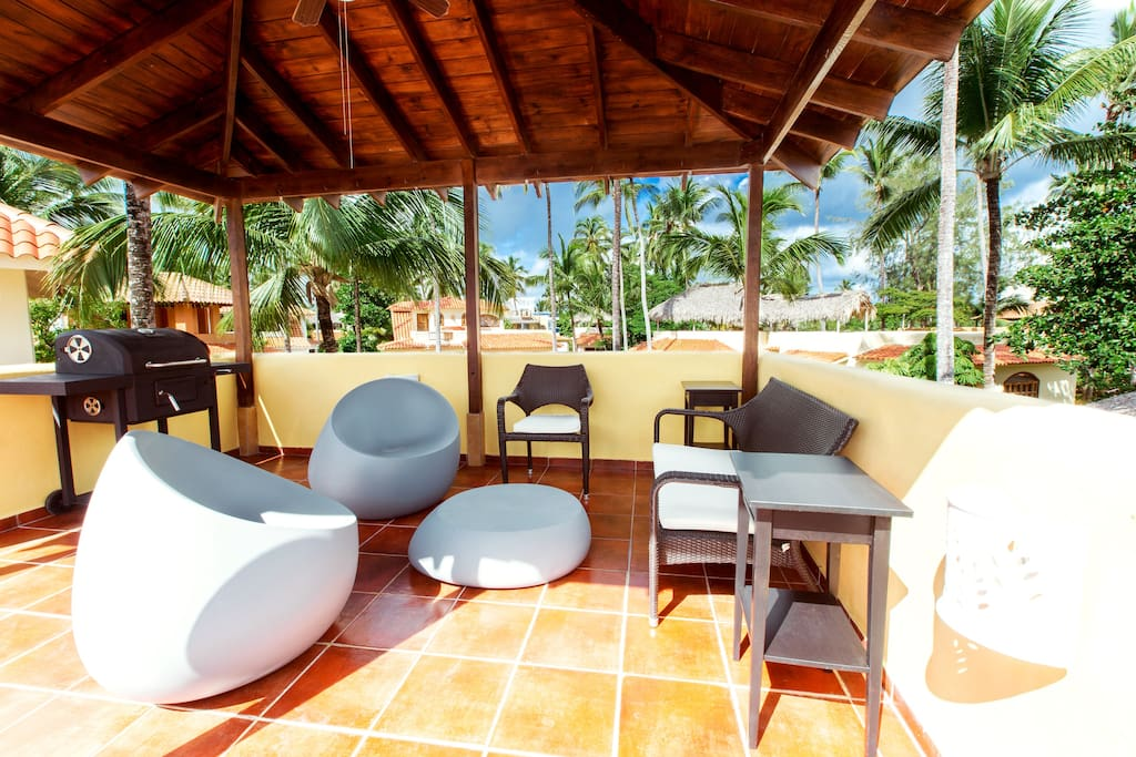 Rooftop terrace: wifi, BBQ, sitting area, dining area, sun chairs