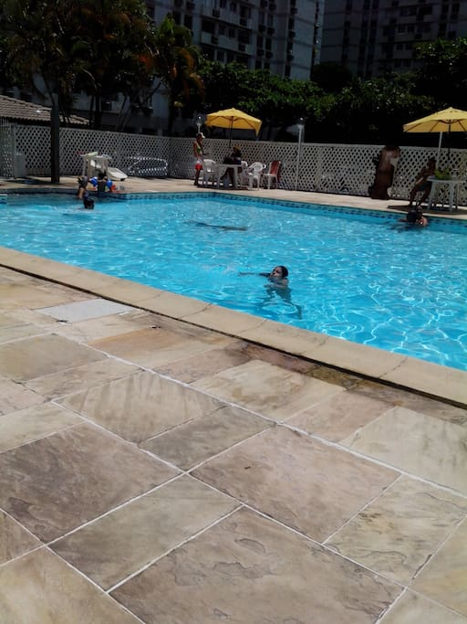 Piscina (pool)