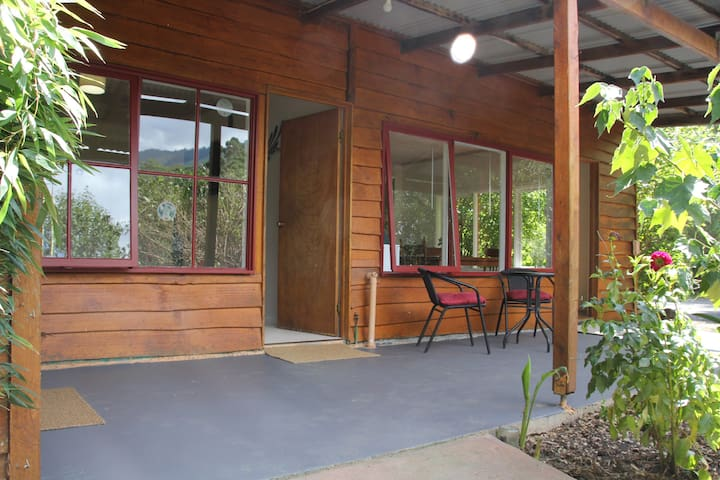 Bluegum Cottage in Healesville. - Badger Creek