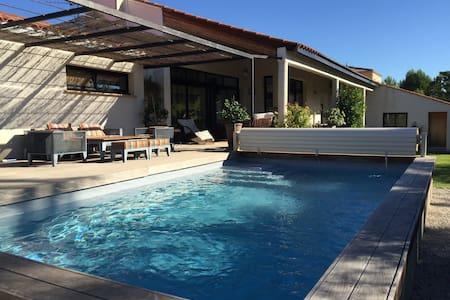 maison(185 m2) avec piscine et jardin(900 m2) - Saint-Vincent-de-Barbeyrargues - 独立屋