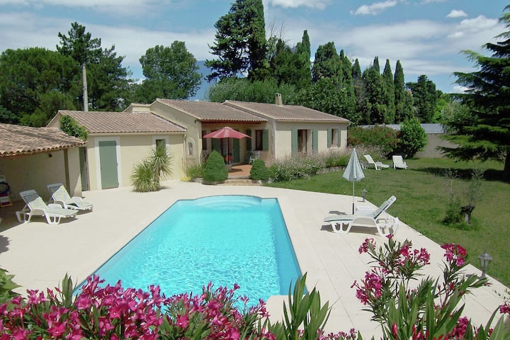 Blissful Villa in Cabannes with Swimming Pool
