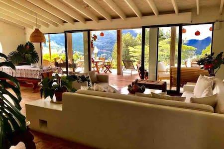 Hermosa casa en el lago (newly renovated!!)