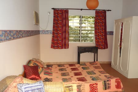 Spacious Room in a cute bungalow in Tesano, Accra - Accra