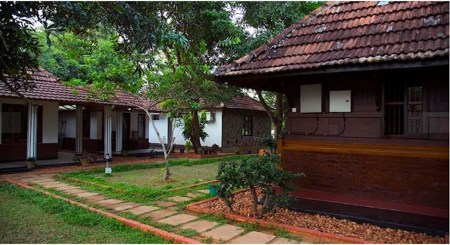 Exquisite Honeymoon Peacock Room near Pamba River - Champakulam - Haus