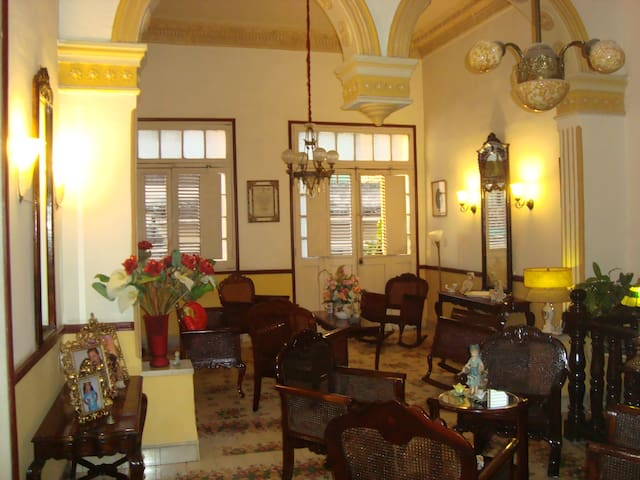 Hostal Los Balcones-Golden Room