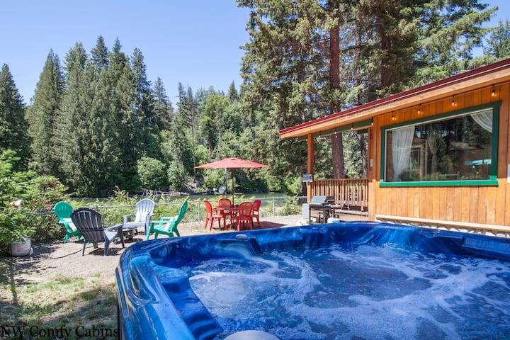 Riverside Bungalow! Hot Tub, WiFi, Fido OK, Cable TV & more- Rivers Edge-2 Bedroom, 1 Bathroom