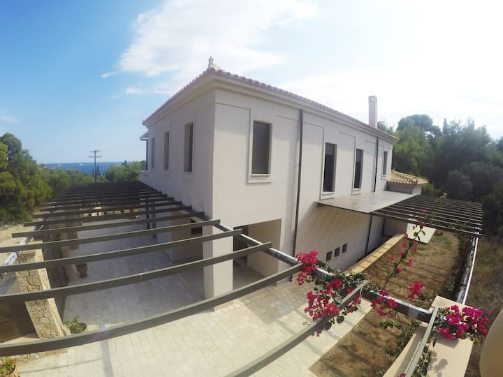 Villa with sea view and beach nearby