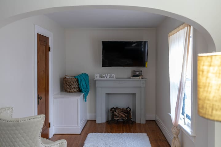 Charming Apartment in Amherst