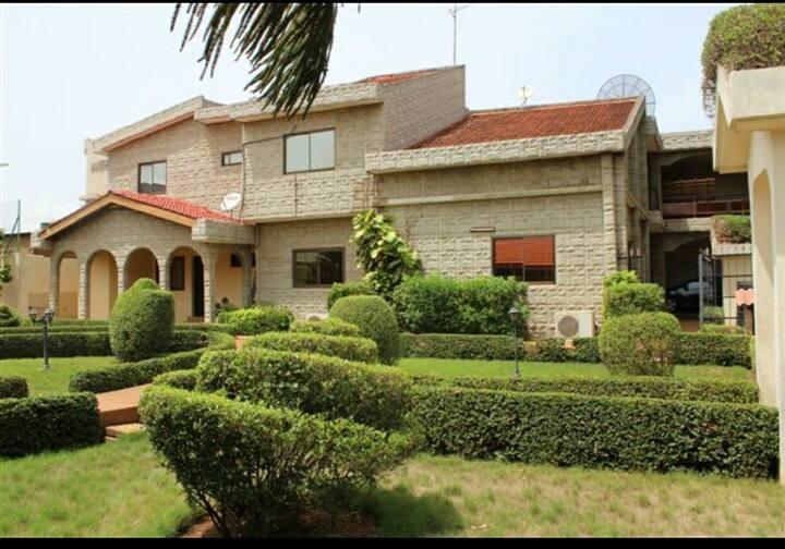Villa avec jardin et terrain basket proche aéropor