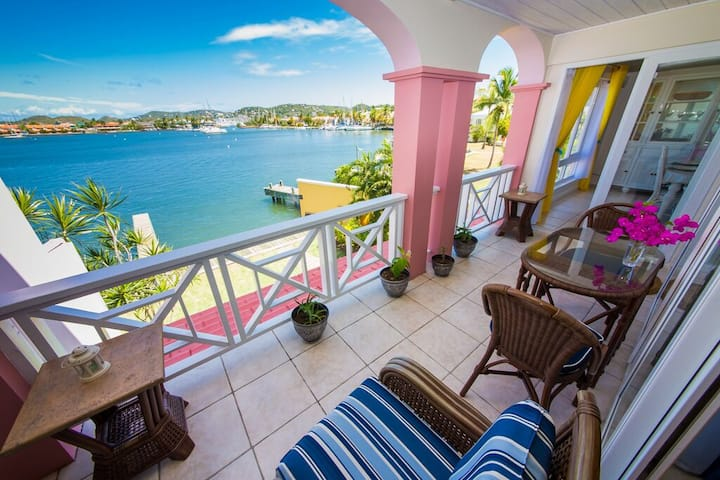 Rodney Bay - Waterfront - Remote workers welcome